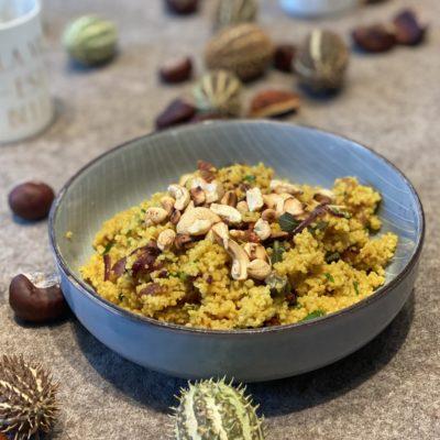 Warmes Couscous-Tabouleh mit getrockneten Tomaten und Aprikosen